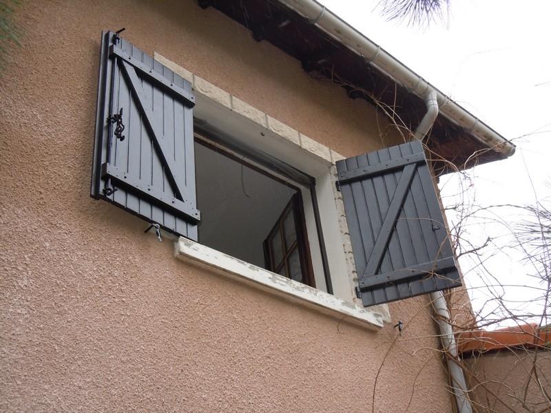 coordinateur de travaux r fection des volets d 39 une maison. Black Bedroom Furniture Sets. Home Design Ideas